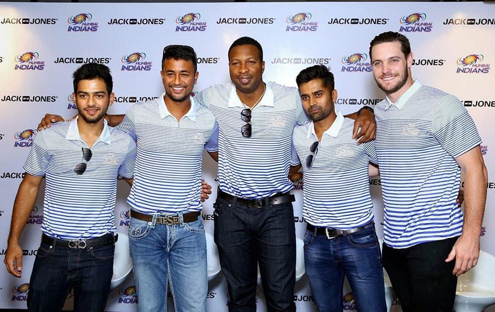 Mumbai Indians Unmukt Chand, Pragyan Ojha, Kieron Pollard, Vinay Kumar & Mitchell McClenaghan visiting a store in New Delhi.