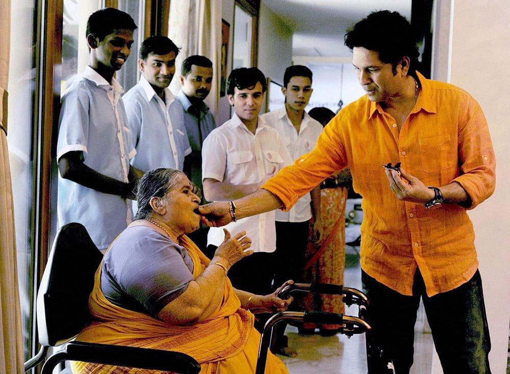 Sachin Tendulkar feeding cake to his Mother on his Birthday in Mumbai.