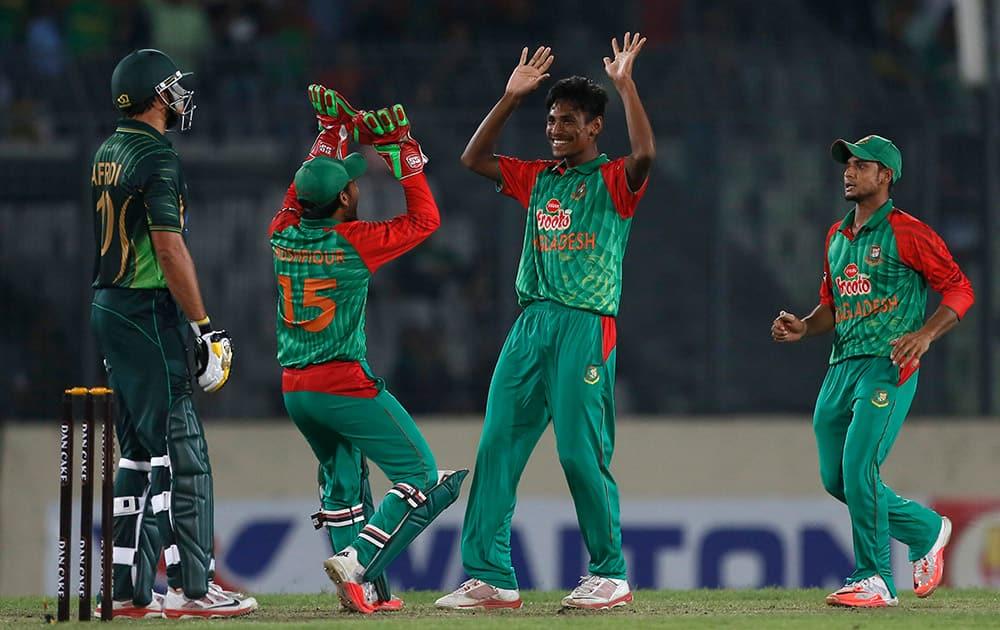 Bangladesh's Mustafizur Rahman celebrates with his teammates the dismissal of Pakistan's captain Shahid Afridi during their Twenty20 international cricket match in Dhaka, Bangladesh.