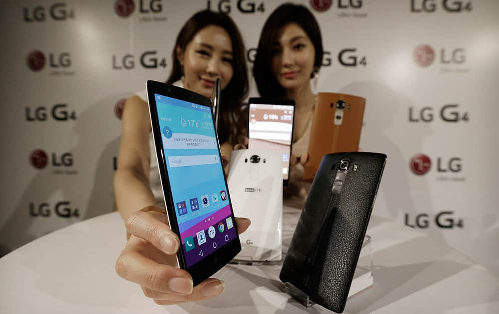 Models pose with LG Electronics' new G4 smartphones during its unveiling ceremony in Seoul, South Korea.