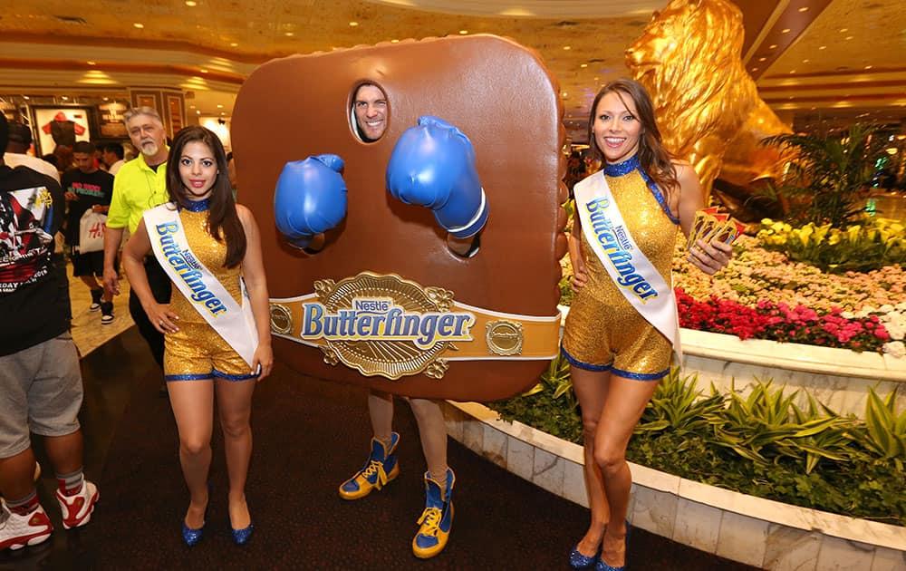 Butterfinger Cups Man rallies Manny Pacquiao fans in Las Vegas.