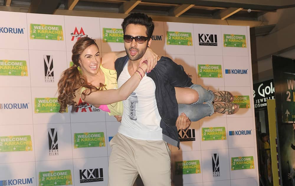 Jackky Bhagnani and Loren Gottlieb, showed off some great moves while promoting their movie Welcome 2 Karachi at a mall in Thane. DNA
