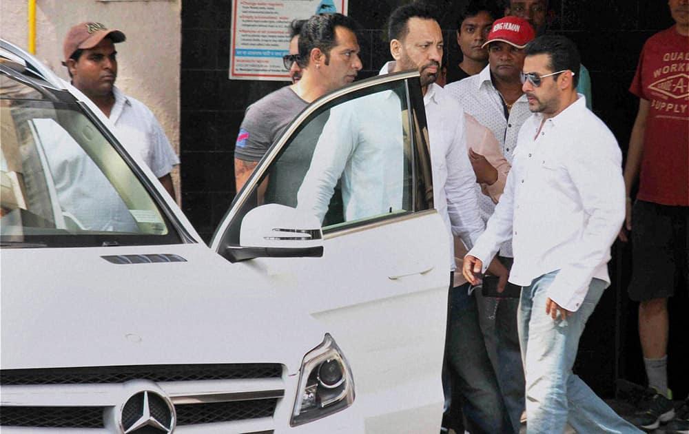 Salman Khan walks towards a car to head for court in Mumbai.