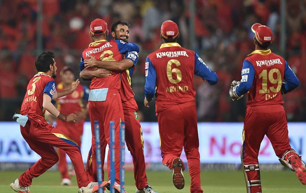 Royal Challengers Bangalore Harshal Patel with team mates celebrate the wicket of Murli Vijay during IPL 8 match against Kings XI Punjab in Bengaluru.