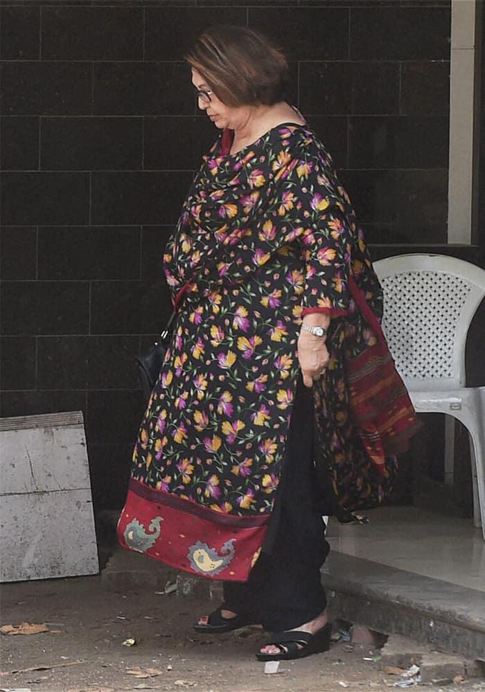 Helen leaves from Salman Khans residence in Mumbai. The Bombay High Court on Friday suspended Salman Khans five year prison sentence in the hit-and-run case.