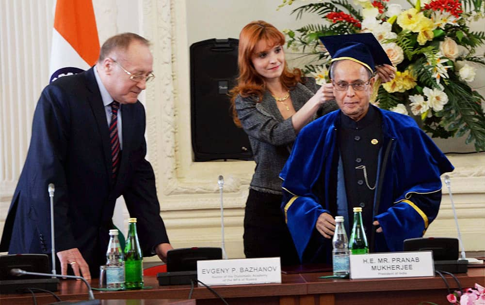 President Pranab Mukherjee being conferred with Honorary Doctorate from Russian Diplomatic Academy at a function at the academy in Moscow.