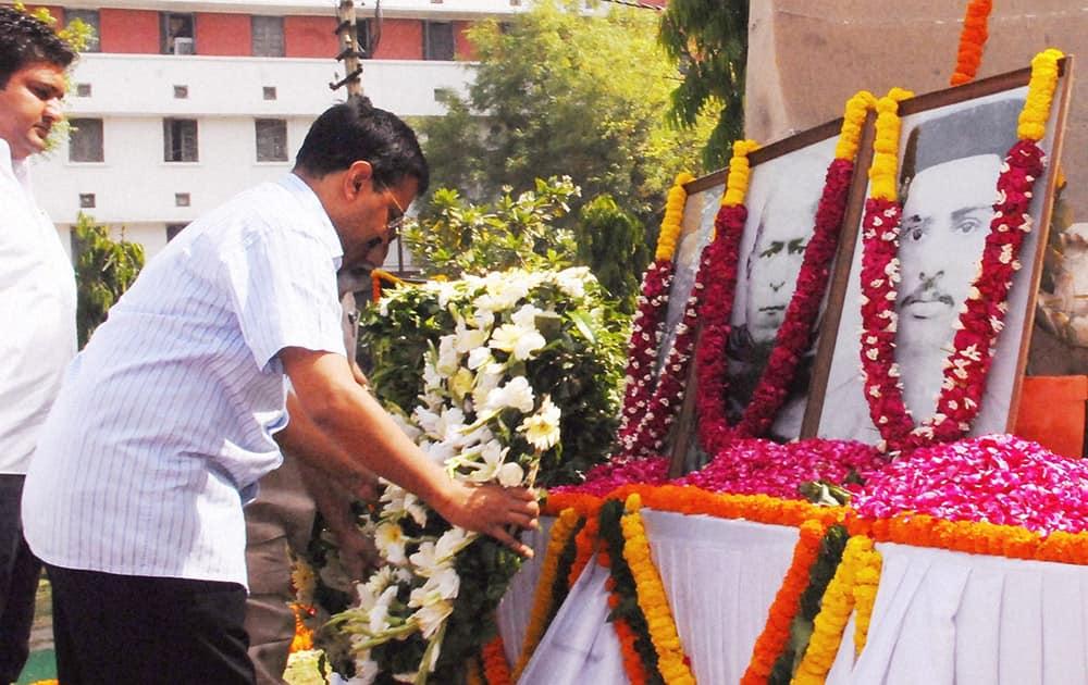 Delhi CM Arvind Kejriwal pays homage to the martyrs of Hardinge Bomb case at Shaheed Smarak Sthal in New Delhi.