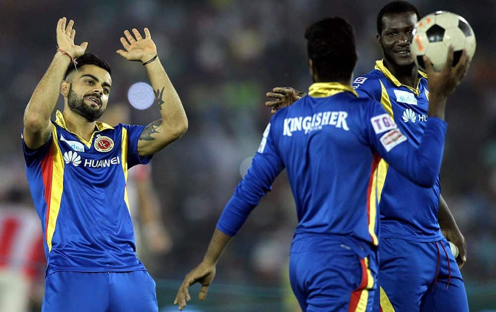 VIRAT KOHLI CAPTAIN OF THE ROYAL CHALLENGERS BANGALORE SHARES A LIGHT MOMENT WITH DAREN SAMMY OF THE ROYAL CHALLENGERS BANGALORE BEFORE THEIR IPL 8 MATCH IN MOHALI.