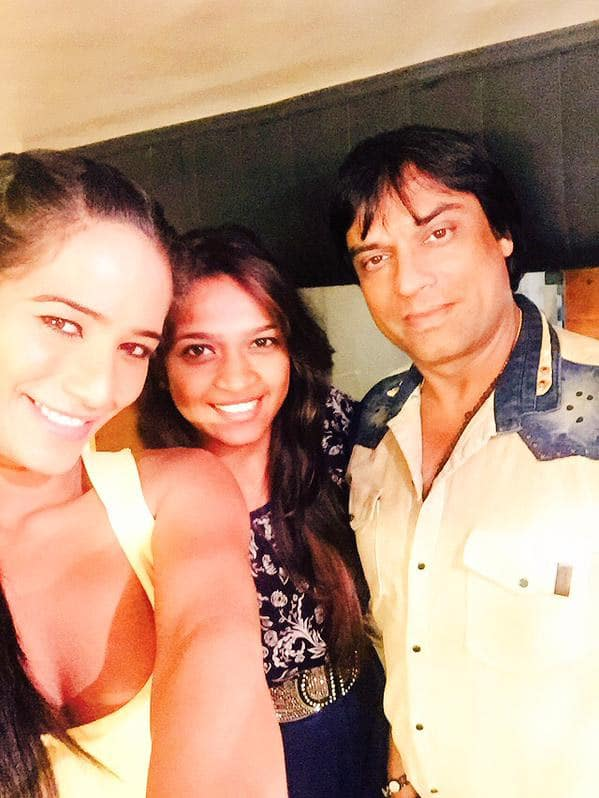 Selfie with the Birthday girl in office...hope this year turns out to be amazing for you :) - Twitter@iPoonampandey