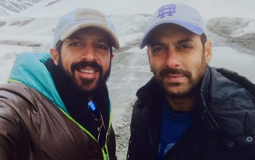 Minus 2 degrees... 11700 ft above sea level.. Zoji La pass.. Kashmir  #BajrangiBhaijaan. Pic Courtesy: Twitter@kabirkhankk
