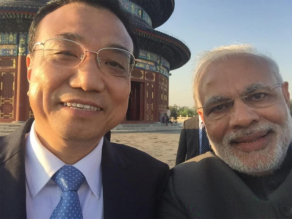 It's selfie time! Thanks Premier Li. - Twitter@narendramodi