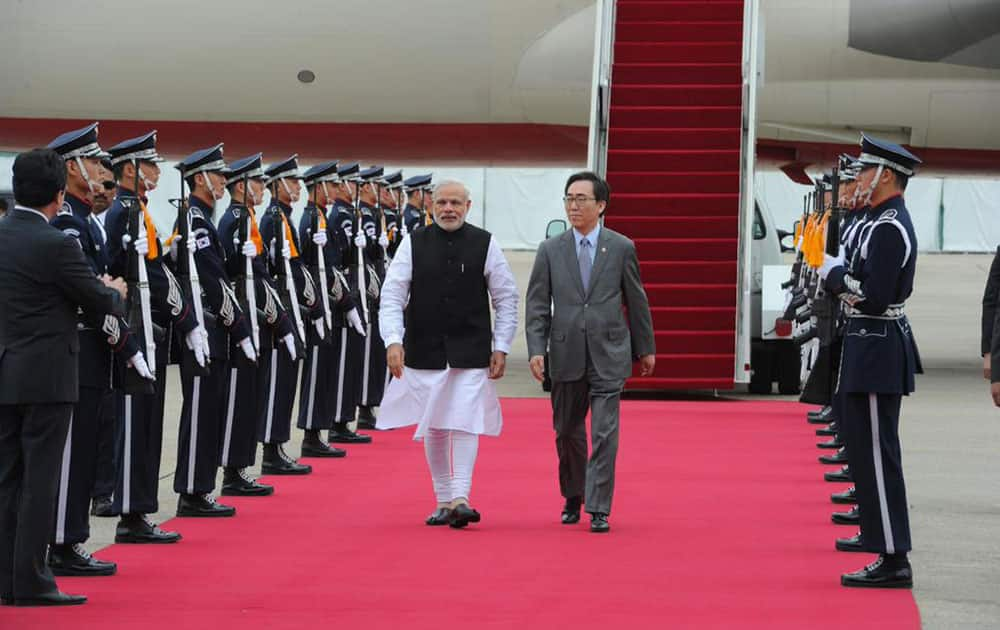 PM Modi arrives in Seoul on final leg of 3-nation tour. twitter