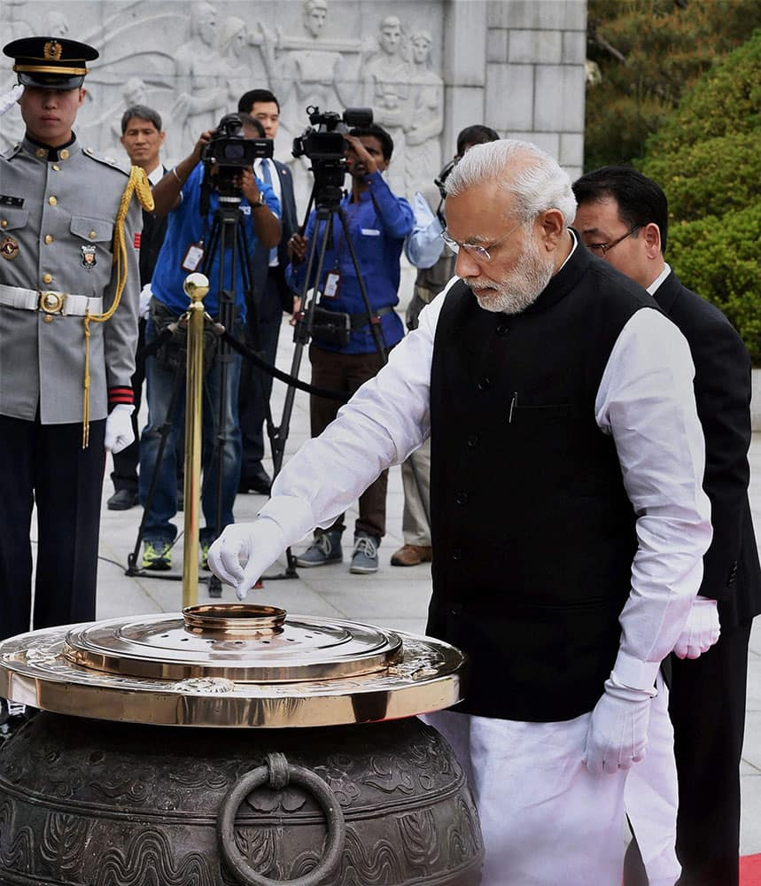 Prime Minister Narendra Modi laying wreath at the National Cemetery in Seoul, South Korea.