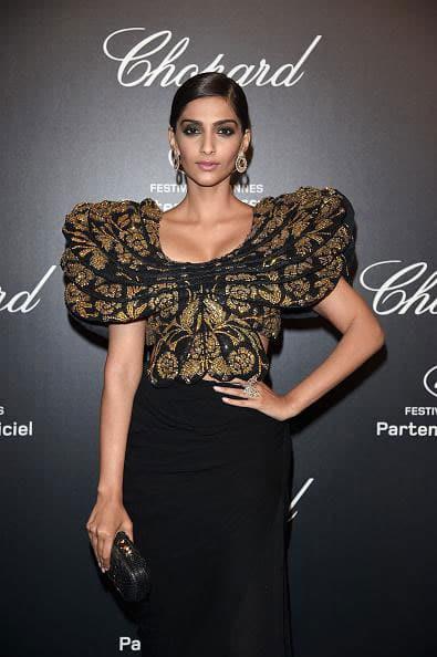 Sonam Kapoor poses in Abu Jani-Sandeep Khosla at Cannes 2015 -twitter