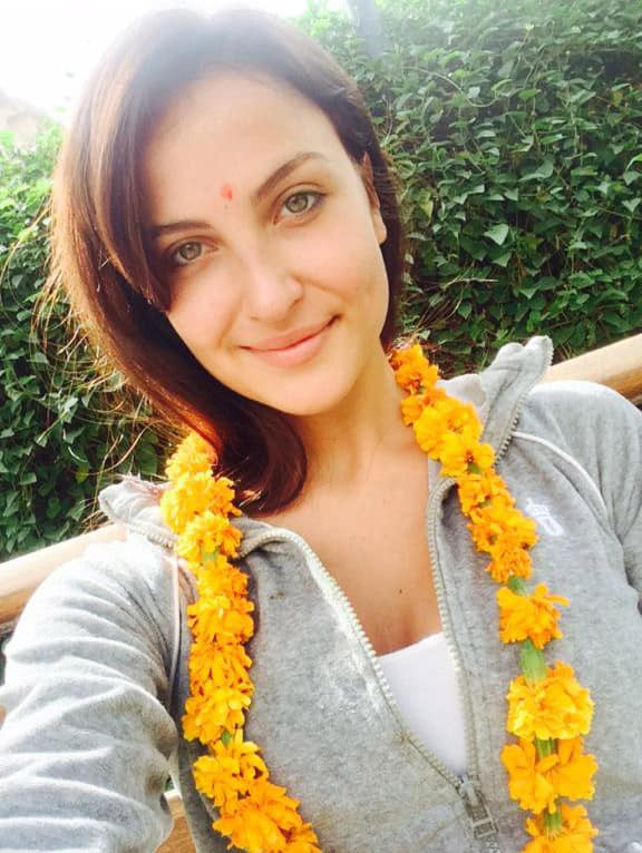 Elli Avram :- Relaxing in my Garden after having the yammiest Mutton lal maas :))))) #Jaipur -twitter
