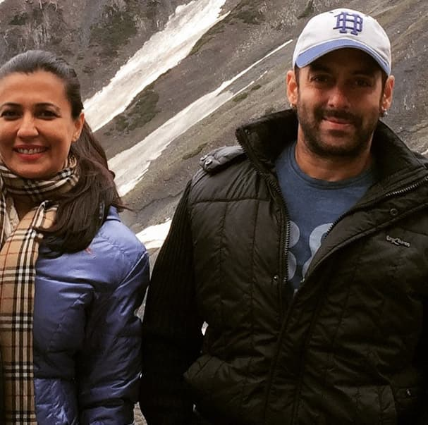 Thank you @beingsalmankhan for your amazing humour & positivity. The Bajrangi Bhaijaan shoot has been richer for it:) - Instagram@minimathur