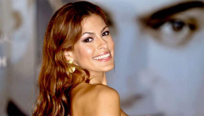 Eva Mendes takes first selfie for a nobel cause