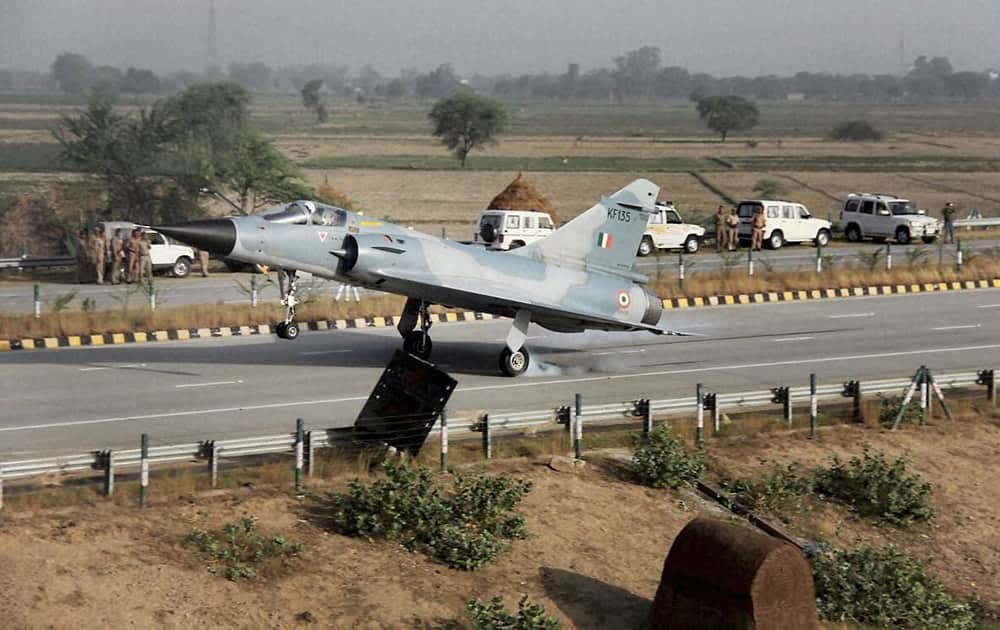 Mirage 2000 fighter aircraft of the Indian Air Force successfully lands on the Yamuna Expressway near Mathura as part of trials to use national highways for emergency landing.