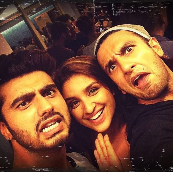 Overacting with my 2 anmol ratans. @arjunkapoor @ranveersingh #Throwback - Instagram@parineetichopra