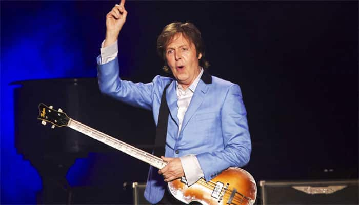 Dave Grohl joins Paul McCartney on stage