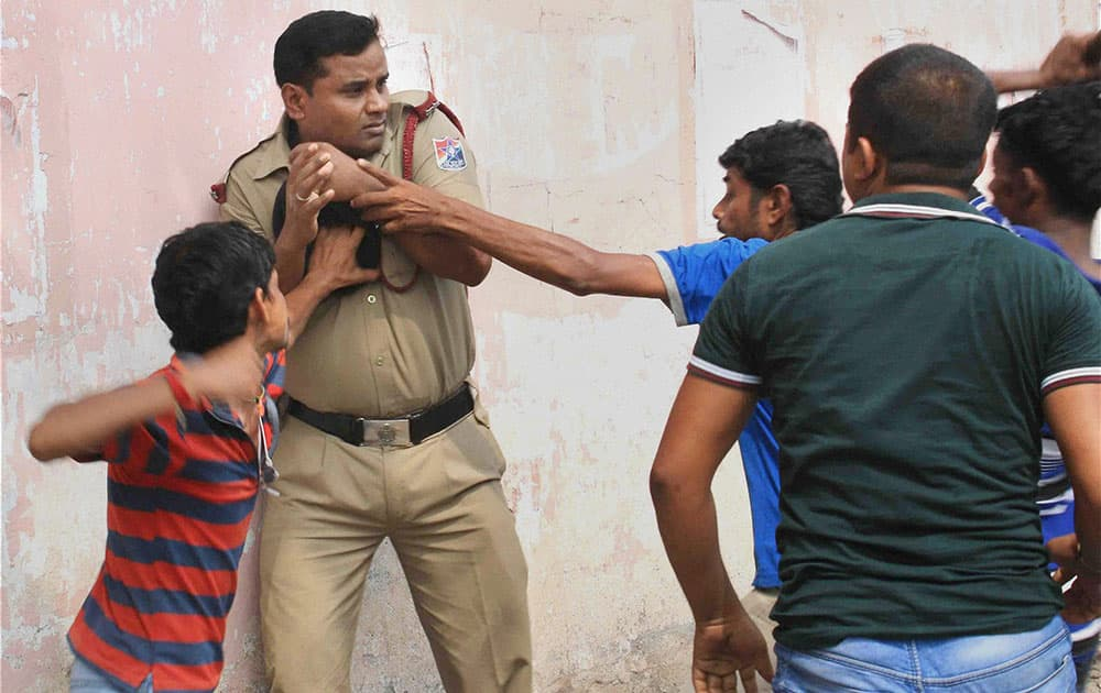 Railway hawkers attack a RPF jawan in a clash over their alleged torture by the RPF men, in Malda.