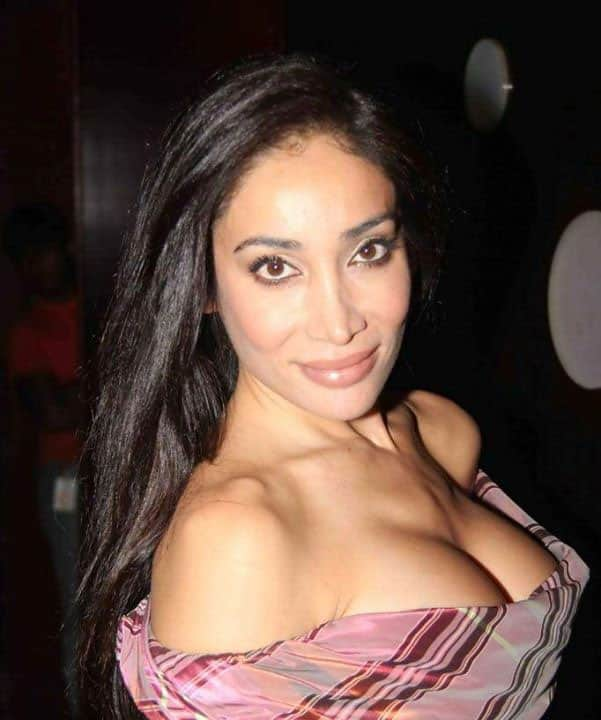 Sofia Hayat :- Once Again, you don't need to compare me with Others, I know my #Perfections !! -fb