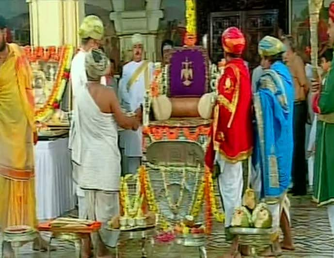 Coronation ceremony for new king Yaduveer Krishnadatta Chamaraja Wadiyar underway in Mysore. -twitter