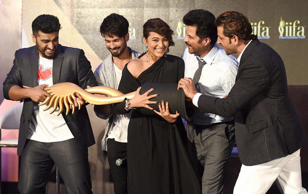 Arjun Kapoor, Shahid Kapoor, Sonakshi Sinha, Anil Kapoor and Hrithik Roshan during a press conference for the announcement of IIFA 2016.