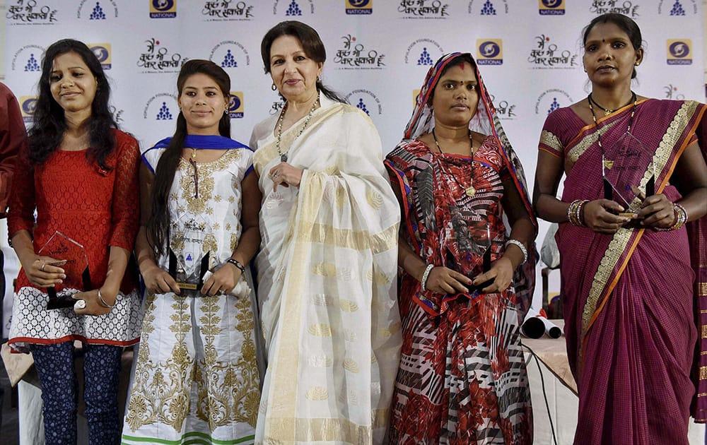 Veteran Bollywood actress and social activist Sharmila Tagore Pataudi felicitates role models Priya, Vidya (L) Saroj Bairagi and Sangeeta Devi (R) during the launching of DD national drama Main Kuch Bhi Kar Sakti Hoon season 2, organised by Population Foundation of India, in Bhopal.