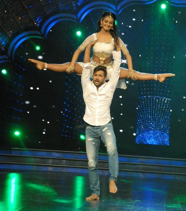 Tonight on #Supermoms DID dancing star Shakti Mohan, shakes a leg with Master Terence. Twitter‏@ZeeTV