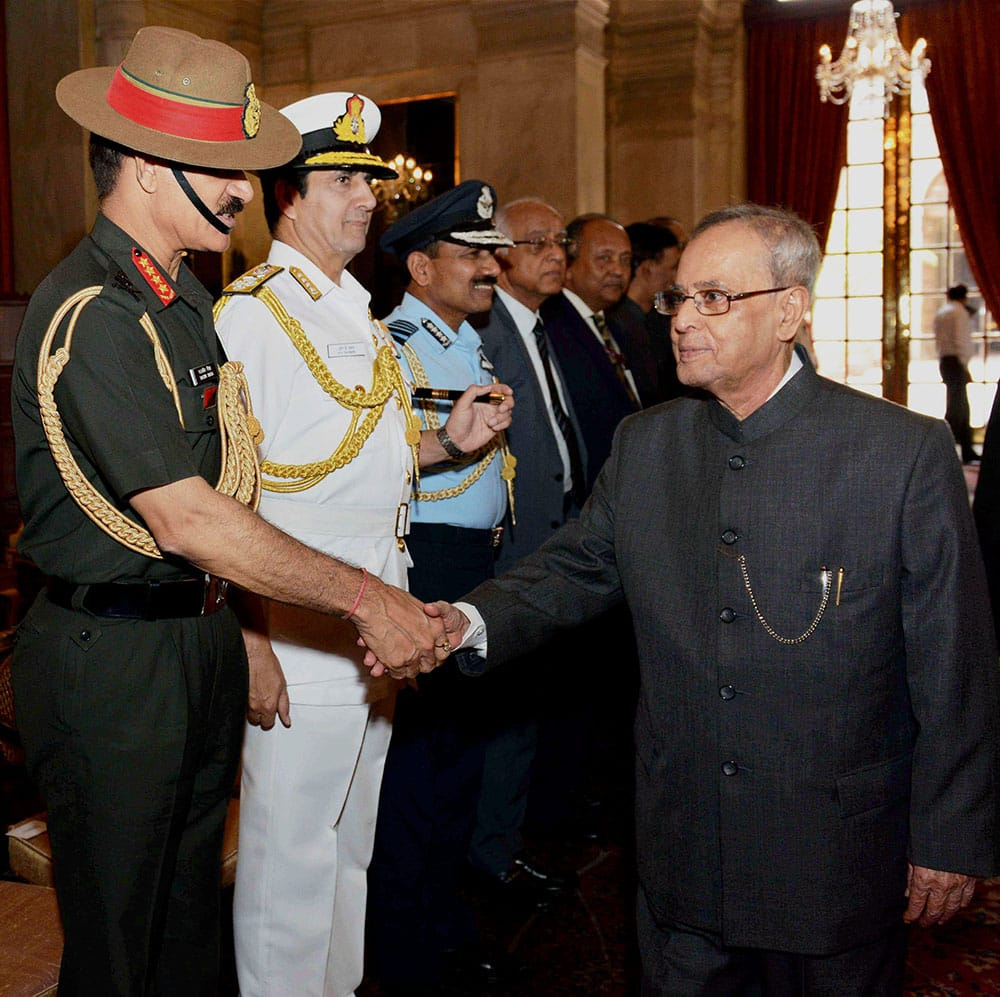 Prez Pranab Mukherjee with Army Chief General Dalbir Singh Suhag & Air Chief Marshal Arup Raha, Naval Chief Admiral RK Dhowan during his departure for state visit to Sweden & Belarus in New Delhi.