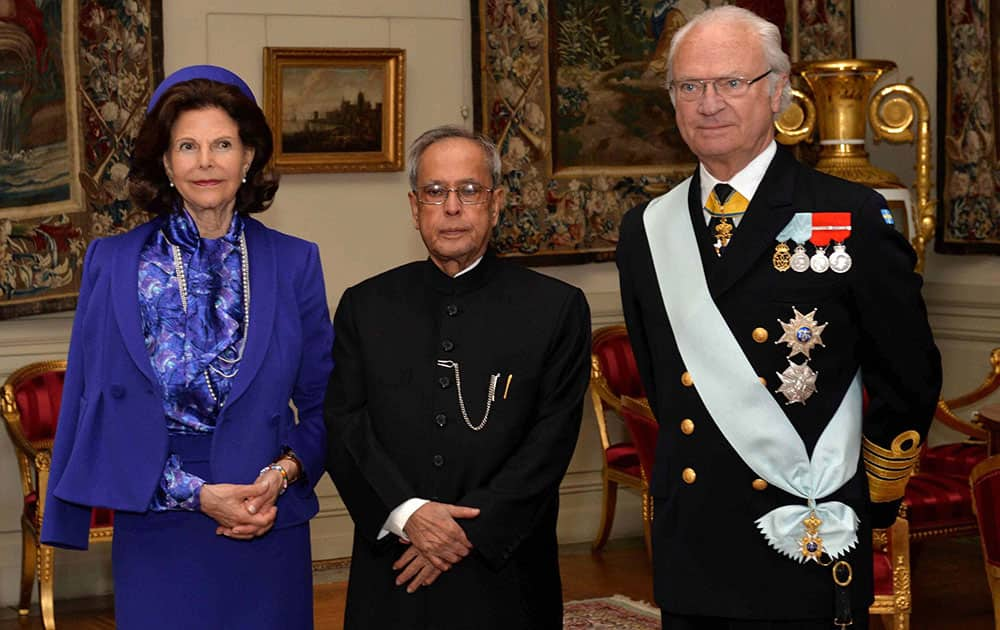 President, Pranab Mukherjee with King Carl XVI Gustf and Queen Victoria at the royal palace in Stockholm, Sweden.