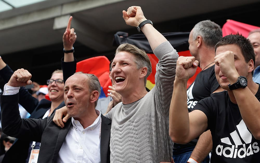 Bayern soccer player Germany's Bastian Schweinsteiger, center, reacts as Serbia's Ana Ivanovic defeats Ukraine's Elina Svitolina during their quarterfinal match of the French Open tennis tournament at the Roland Garros stadium in Paris. Ivanovic won 6-3, 6-2.