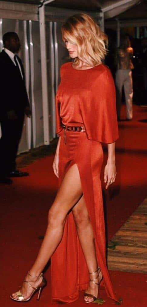 Last night attending the @GlamourMagUK Awards in London wearing @CUSHNIEETOCHS ❤ - Twitter@RosieHW