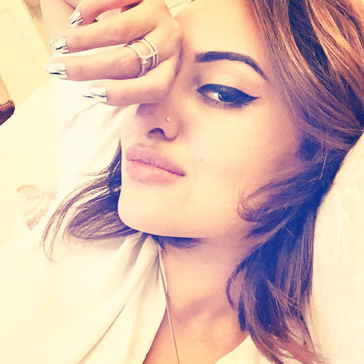 Sonakshi Sinha ‏:- Made it to Malaysia truly Asia! Running on no sleep, ready or not #iifa2015 here i come... -twitter