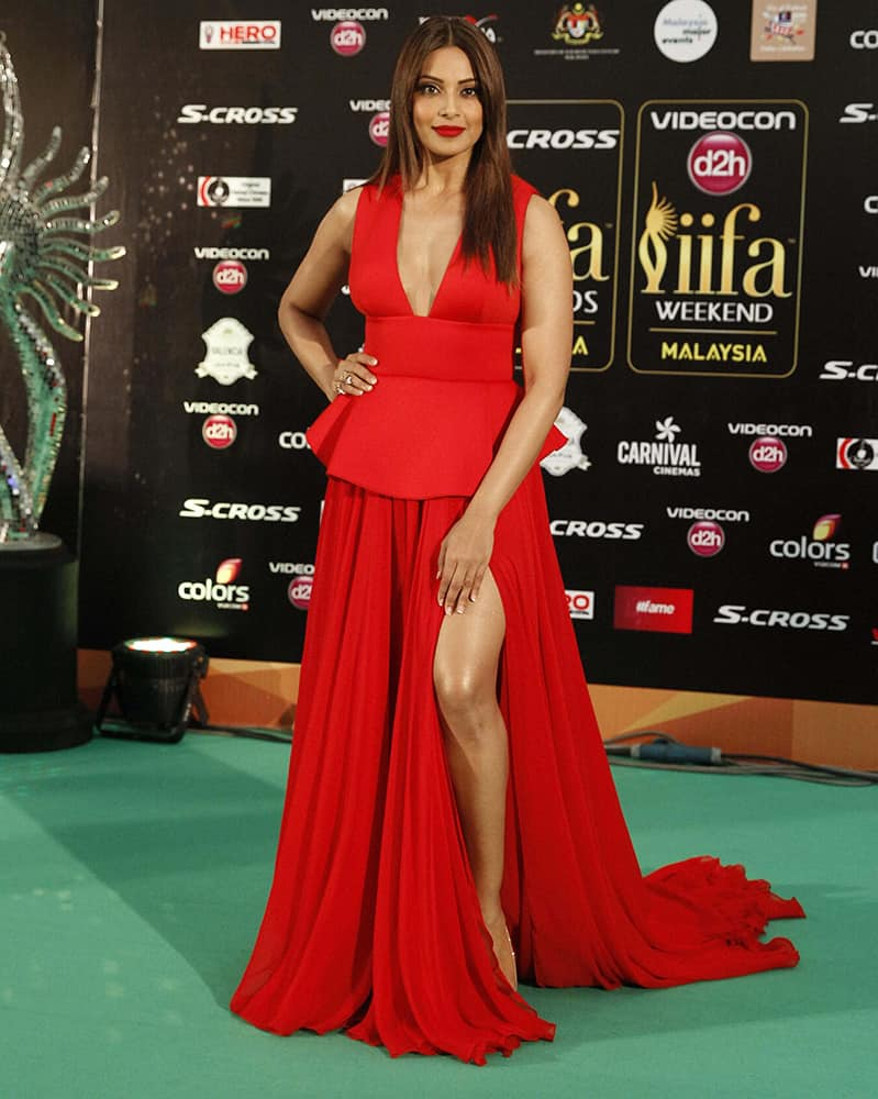 Bollywood actress Bipasha Basu poses on the green carpet at the International Indian Film Academy (IIFA) awards in Kuala Lumpur, Malaysia.