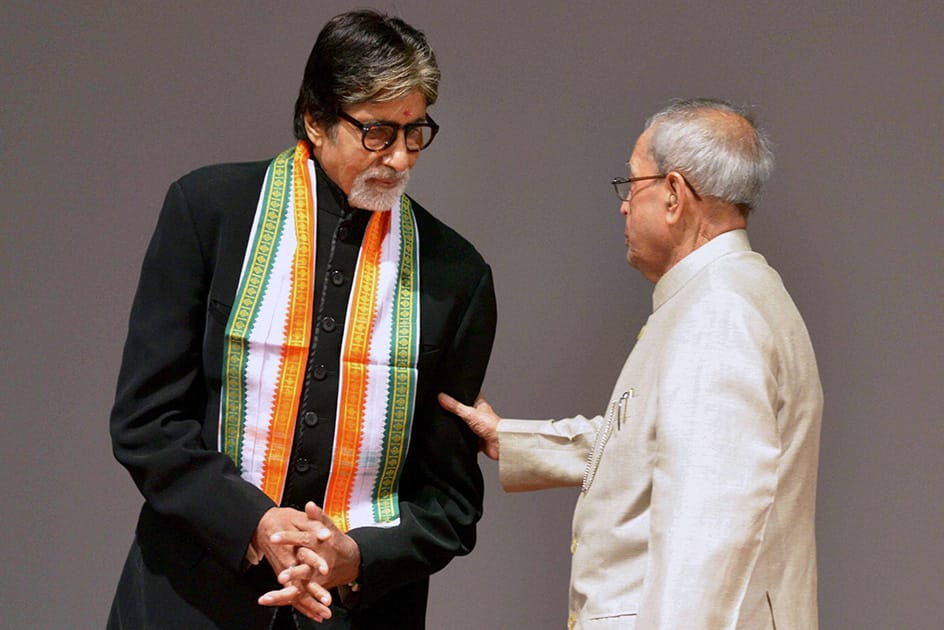 President Pranab Mukherjee interacts with megastar Amitabh Bachchan after witnessing the special screening of the film 'PIKU' at Rashtrapati Bhavan Cultural Centre in New Delhi.