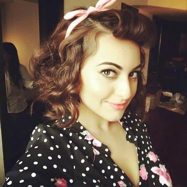 Retro style beauty @sonakshisinha. Twitter@sonakshisinha