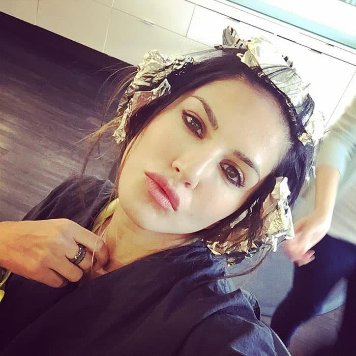 Sunny Leone :- Tin head! Luxuries of beautifying! I look like a freakazoid! -twitter