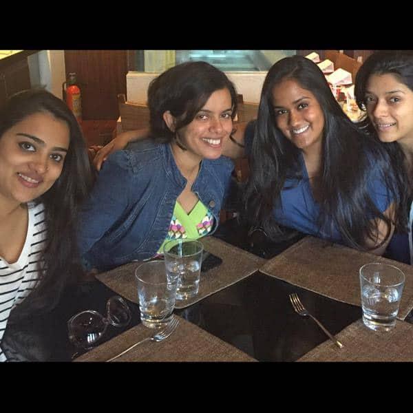 A lovely lunch with my lovelies, http://family.Love  them @niyanta1212 @Ahilya_82 - Twitter@khanarpita