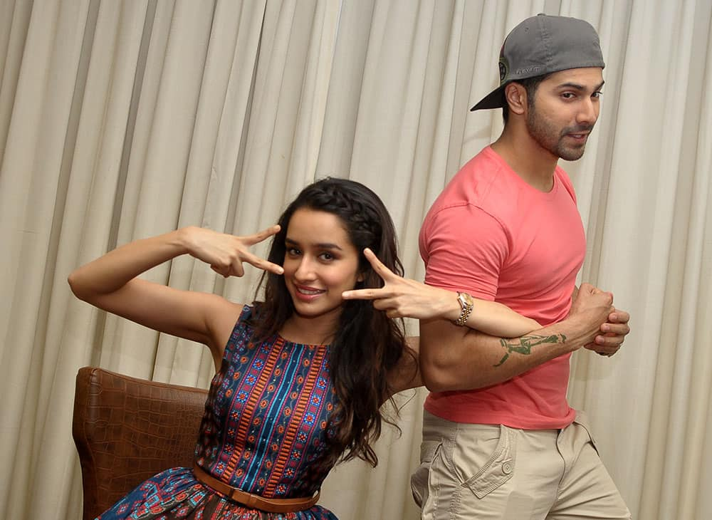 Shraddha Kapoor (L) and Varun Dhawan (R) at the promotion of their upcoming film 'ABCD 2' in Jaipur. -DNA