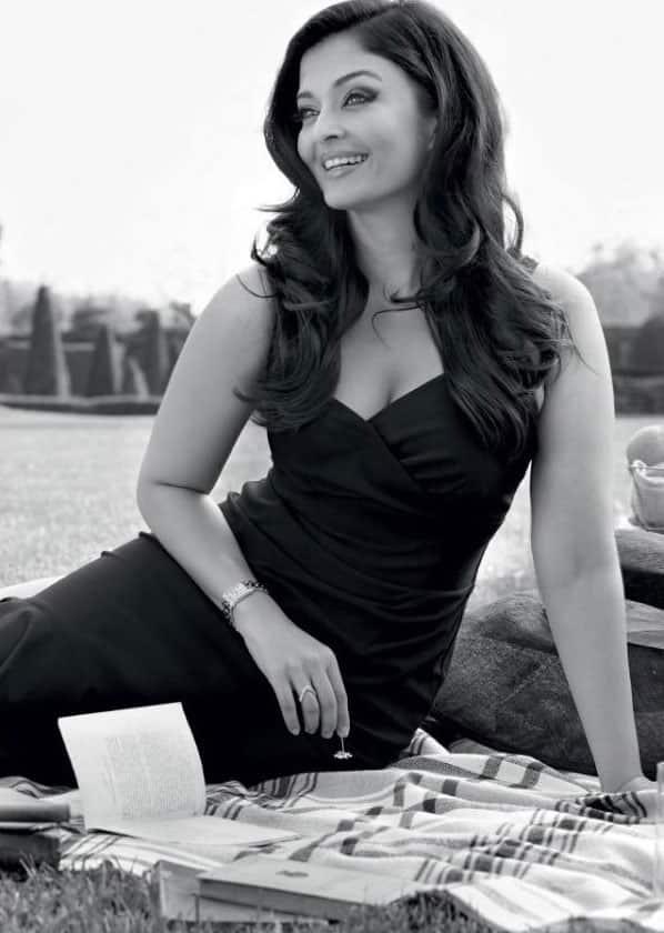 Aishwarya Rai Bachchan :- The beauty queen #AishwaryaRaiBachchan for #Longines.  -twitter