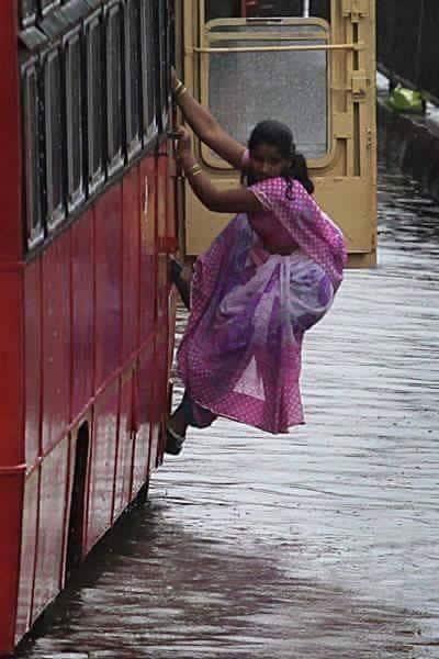 The Spirit of Mumbai! #MumbaiRains - Twitter@imbhandarkar