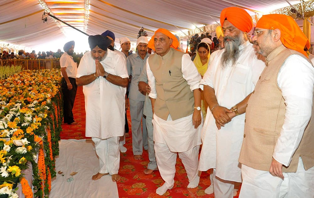 Union HM Rajnath Singh, BJP National Prez Amit Shah, Deputy CM Sukhbir Singh Badal and other leaders during a function to mark 350th foundation day of Sri Anandpur Sahib.