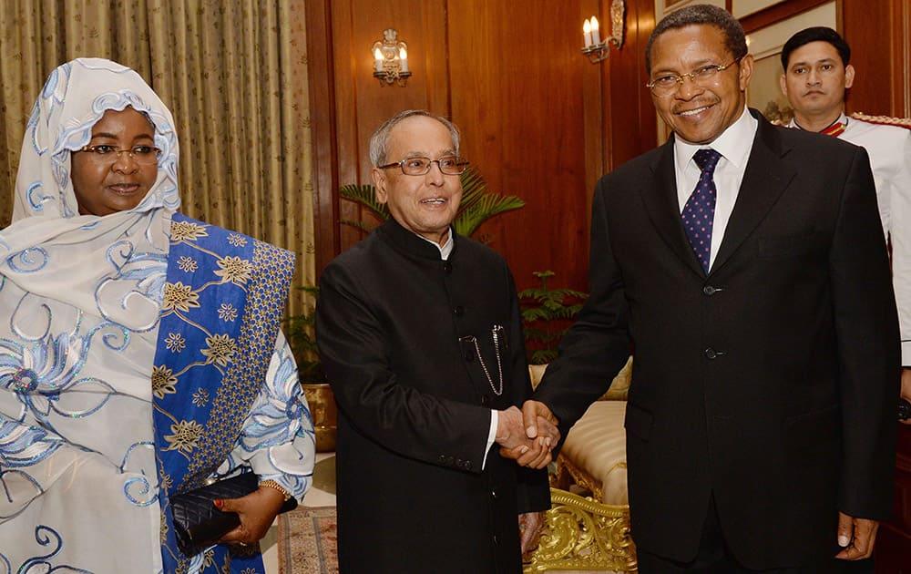 President, Pranab Mukherjee with Jakaya Kikwete President of Tanzania and his wife Salma Kikwete during a meeting at Rashtrapati Bhavan.