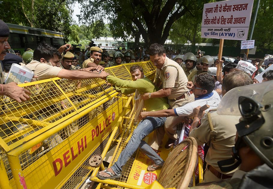 Police stop AAP workers during a protest against Foreign Minister Sushma Sawraj at her residence.