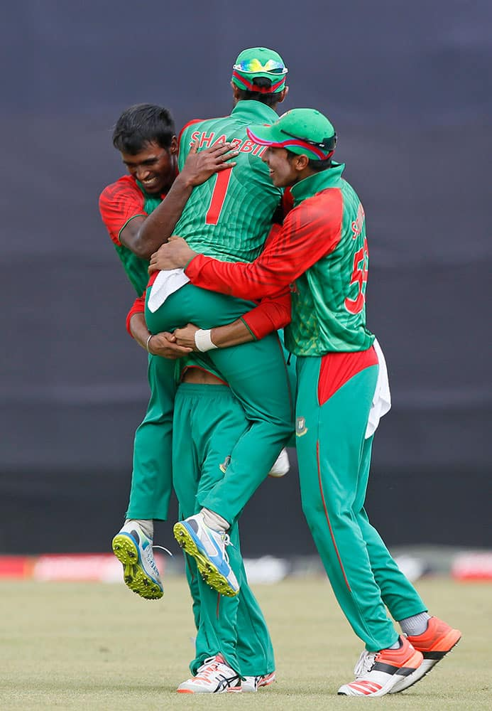 Bangladesh's Rubel Hossain, left, celebrates with his teammates after the dismissal of India's Ambati Rayudu during their second one-day international cricket match in Dhaka, Bangladesh.