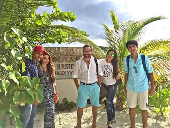 Kareena Kapoor Khan's Family picture when she was in Maldives.  -twitter@KareenaUpdates