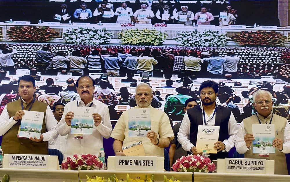 PM Narendra Modi with Union Urban Development Minister Venkaiah Naidu, MoS Babul Supriyo, Mahrashtra CM Devendra Fadnavis, and Haryana CM M L Khattar in New Delhi.