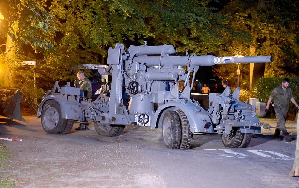 WWII era flak canon is prepared to be transported from from a residential property in Heikendorf, Germany. Authorities have seized a 45-ton Panther tank, a flak canon and multiple other World War II-era military weapons in a raid on a 78-year-old collector's storage facility in northern Germany.